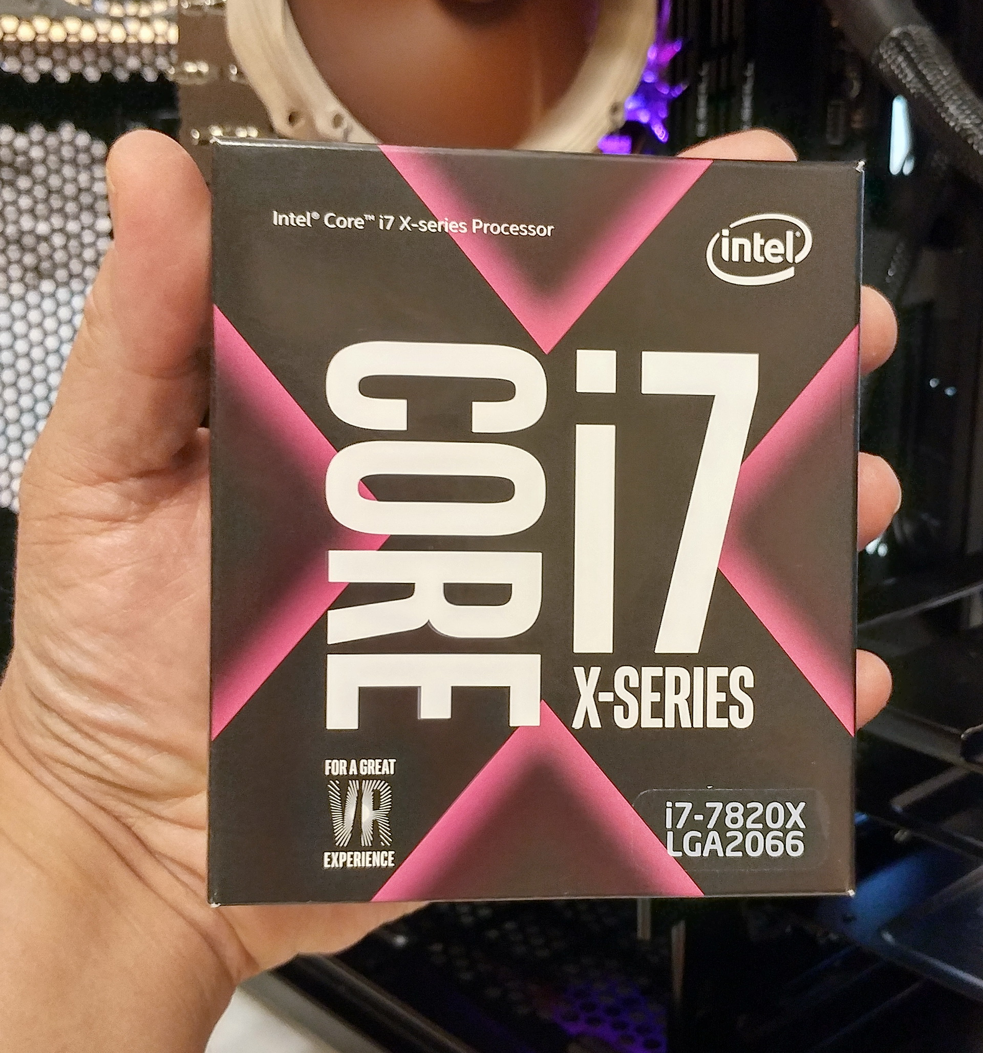 Intel Core i7-7820X CPU box